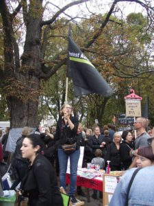 Мария Стрельбицкая на всепольской женской забастовке.